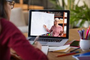 Laptop mit online Vorlesung
