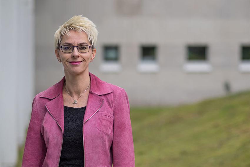 Dr. Sabine Hemsing